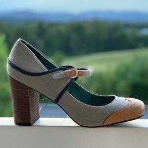 Shoes - Stacked-heel Mary-Jane shoe, like new